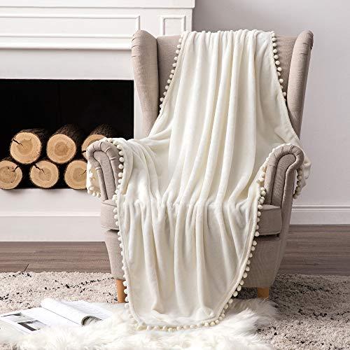 MIULEE Kuscheldecke Fleecedecke Flanell Decke Mit Pompoms Einfarbig Wohndecken Couchdecke Flauschig Überwurf Mikrofaser Tagesdecke Sofadecke Blanket Für Bett Sofa Schlafzimmer Büro 127x153cm Weiß