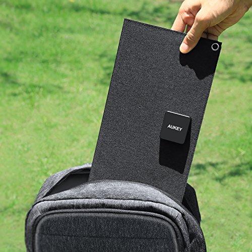 AUKEY Caricabatteria Solare 21W con 2 Porte USB, Pannello Soalre per iPhone X/ 8/ 7/ 6s, Samsung S8/ S8+, iPad, LG, Nexus ecc.