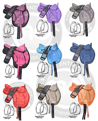 Deen, Enterprises Sillín de caballo inglés Freemax sintético sin árbol con asa, cincha, correas de cuero y estribo de aluminio, tamaño 35,5 cm a 45,7 cm (asiento de 15,5 pulgadas, rosa/negro)
