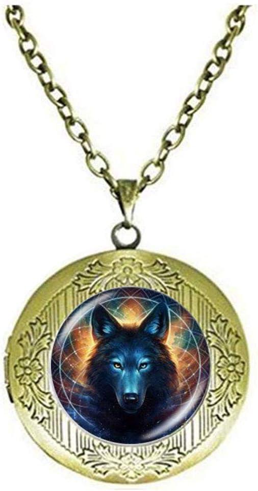 Beautiful Vintage Witchcraft Wolf Locket Necklace Animal Cool Wolf Art Photo Jewelry Birthday Festival Gift Beautiful Gift