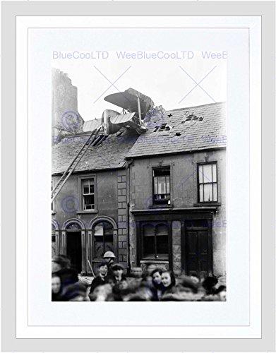 Wee Blue Coo Vintage Vliegtuig Crash Dak Barrack Street Waterford Ire Omlijst Muur Art Print