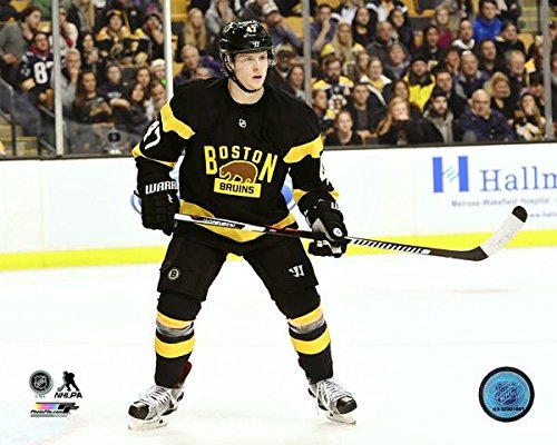 The Poster Corp Torey Krug 2015-16 Action Photo Print (27,94 x 35,56 cm)