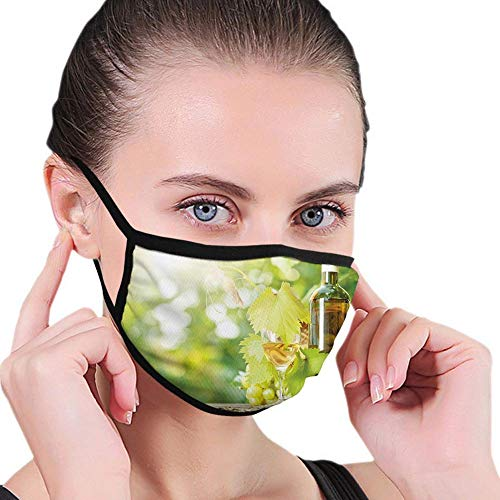 Multifunktionale Gesichtsschutzhülle,Weißweinflasche Glas Junge Rebe Und Weintraube Im Grünen Frühling,Gedruckt Unisex Waschbar Wiederverwendbare Gesichtsdekorationen Für Den Persönlichen Schutz