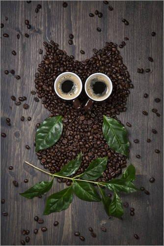 Posterlounge Acrylglasbild 20 x 30 cm: Kaffee-Eule aus Bohnen, Blättern und Tassen von Elena Schweitzer - Wandbild, Acryl Glasbild, Druck auf Acryl Glas Bild