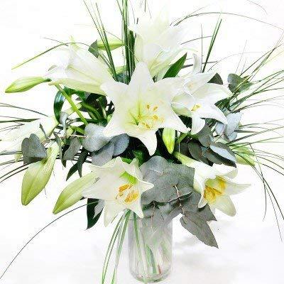 Blumenstrauß mit weißen Lilien
