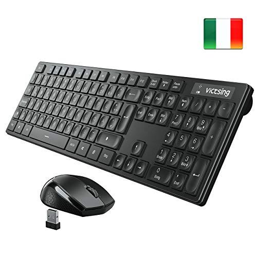 VicTsing Tastiera e Mouse Wireless PC, Tastiera Wireless PC Italiana, Leggermente Inclinata con 104 Tasti, Comodo Basic Kit Tastiera e Mouse per Windows 7/8 / 10/2000 / XP/Vista/Linux, PS4, Mac OS