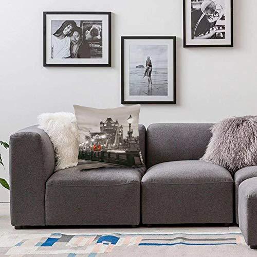 Bedsure Funda Cojin 45 x 45cmBlanco y Negro, el Tema de Londres Tower Bridge en la Famosa Ciudad, la Vida Urbana, el Paisaje dFunda de Almohada Cuadrada para Sofá, Dormitorio y Sala de Estar