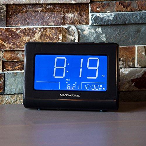 Magnasonic Alarm Clock Radio with USB Charging for Smartphones & Tablets, Auto Dimming, Dual Gradual Wake Alarm, Battery Backup, Auto Time Set, Large 4.8 LED Display, AM/FM (CR63)
