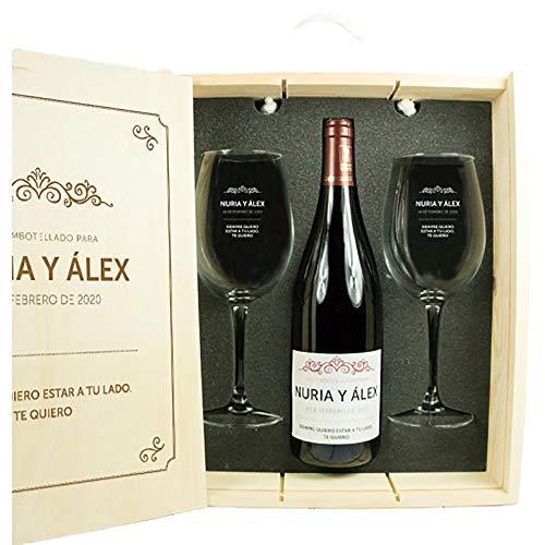 Calledelregalo Regalo Personalizado para Parejas: Kit con Botella de Vino + Copas de Vino + Caja de Madera, Todo ello Personalizable con Nombres, Fecha y dedicatoria