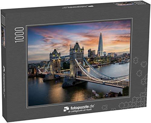 fotopuzzle.de Puzzle 1000 Teile Luftaufnahme der beleuchteten Tower Bridge und der Skyline von London, Großbritannien, kurz nach Sonnenuntergang (1000, 200 oder 2000 Teile)