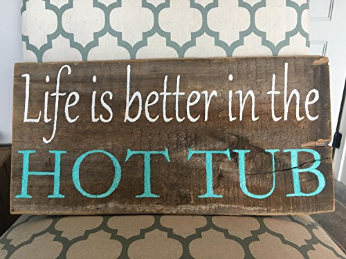 """Norma Lily """"Life is better in the Hot Tub""""-Schild."""