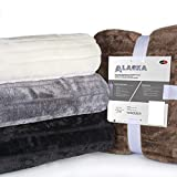 CelinaTex Alaska Kuscheldecke 150 x 200 cm schwarz Polar Fleece Sofadecke Felloptik Tagesdecke Fellimitat Wohndecke