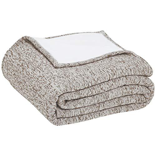 AmazonBasics - Wendbare Decke, aus Sherpa und meliertem Strick, Sandbeige, 150 x 200 cm
