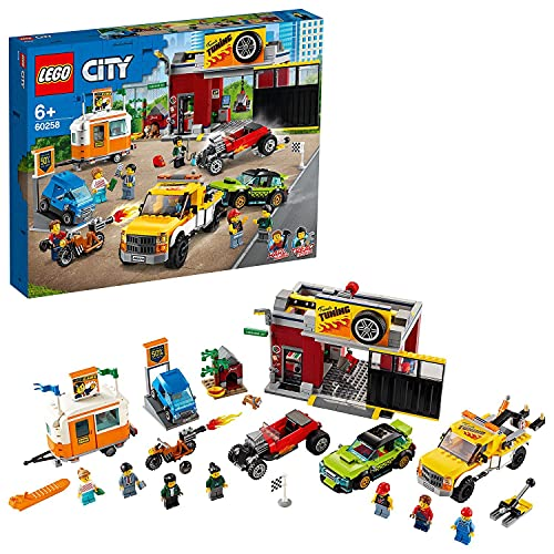 LEGO 60258 Tuning-Werkstatt City Bauset mit Abschleppwagen, Hot Rod, Wohnanhänger und Motorrad