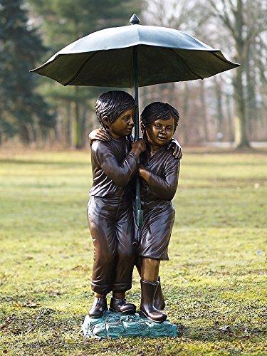 H. Packmor GmbH Bronzeskulptur Zwei Kinder unterm Regenschirm - Dekoration für den Garten - 53x127x43 cm