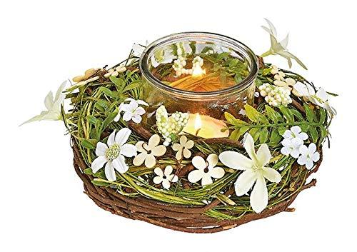 Krans met glazen waxinelichthouder, voorzien van witte bloemetjes