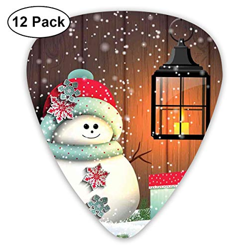 Gitaar Picks12pcs Plectrum (0.46mm-0.96mm), Leuke Sneeuwman Met Kerstman Hoed In De Tuin Met Een Geschenkdoos En Lantaarn Afbeelding, Voor Uw Gitaar of Ukulele