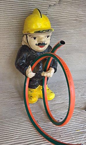 Brunnenfigur Wasserspeier Keramik Feuerwehrmann mit Pumpe