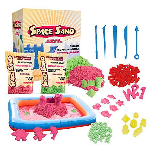 Space Sand 1.8 kg con 50 Piezas de Formas, números, Letras, Piezas de Castillos, Herramienta de Modelado, Arena mágica cinética, Probada por el TÜV (0.9kg Verde y 0.9kg Rosa)