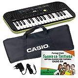 Kit Pianola Tastiera Casio SA46 (Fondo Verde) con Borsa Casio, Alimentatore e Metodo'Suona la Tastiera'