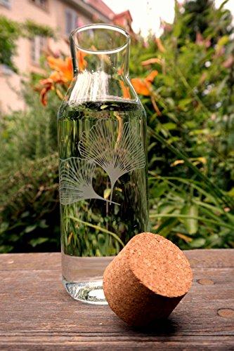 Freiglas - Carafe en verre de 1 l avec bouchon en liège *Ginkgo * Motif sablé.