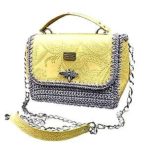 Gelbe Ledertasche mit Prägung. Umhängetasche mit Muster. Modische designer kleine Schultertasche mit einer Libelle…