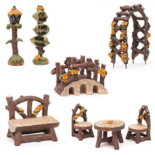 Hakkin Miniatur Woodland Outdoor Fairy Garten Kollektion Möbel mit 2x Hocker / Stuhl / Tisch / hölzerne Tür Arch / Straßenschilder / Straßenlaternen / Brücke Set von 8 Stück Hand-painted Kit