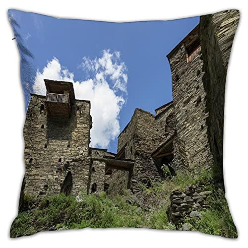 MZTYPLK Funda de Cojín,Shatili Aldea fortificada abandonada con Torres de vigilancia en Las montañas del Cáucaso de,Funda de Almohada para Sofá Coche Cama Sillas Decoración para Hogar (45x45cm)(1PCS)