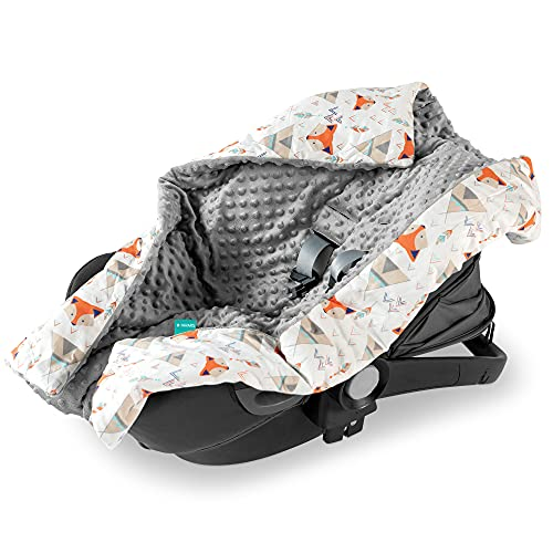 Navaris Baby Car Seat Blanket - Wrap for Babies with Holes for 3-Point Harness Straps - Universal Fit for Car Seat, Pushchair, Pram, Buggy