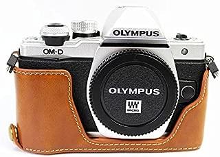 オリンパス OM-D E-M10 Mark II E-M10 II Olympus OM-D E-M10 Mark II E-M10 II 半カメラカバー 半カメラケース、Koowl手作りのトップクラスのPUレザーカメラボディージャケット、保護袋、台座の透かし彫り+ハンドストラップ(カメラストラップ)、防水、防振、ポータブル (ブラウン)