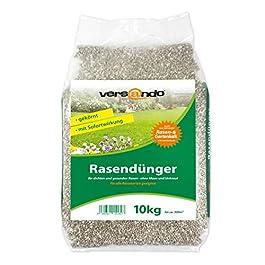 Engrais pour gazon de la marque Versando – sac de 10 kg pour env. 300 m² de gazon – agit sur la mousse et les mauvaises herbes, engrais NPK avec effet immédiat