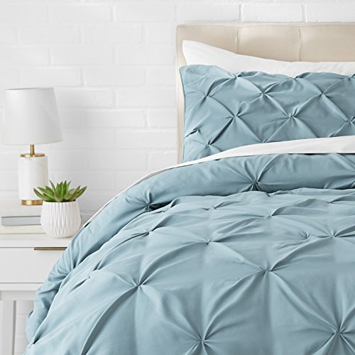 Amazon Basics - Juego de cama con colcha fruncida en pellizco, 260 x 240 cm, Azul (Spa Blue)