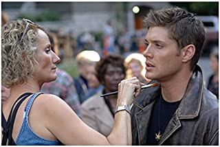 Supernatural (TV Series) 8x10 Photo Jensen Ackles Getting Touch Up from Makeup Lady Pose 2 kn