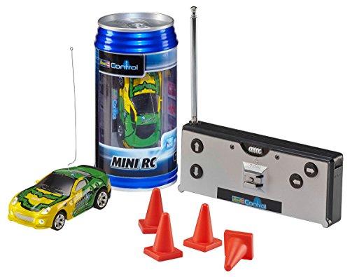 Revell Control 23537 - Mini RC Car in Dosenverpackung, Verpackung ähnelt einer Cola-Dose, kleines ferngesteuertes RC Auto, 40 MHz-Fernsteuerung mit Ladefunktion, Pylonen - Sportwagen in grün/gelb
