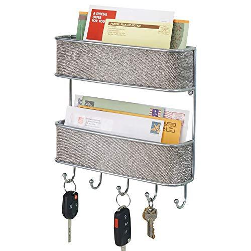 mDesign Schlüsselbrett mit Ablage – vielseitiges Schlüsselboard aus Metall mit Akzenten aus Kunststoffgeflecht – mit 2 Briefablagen für Post und Magazine – Silber