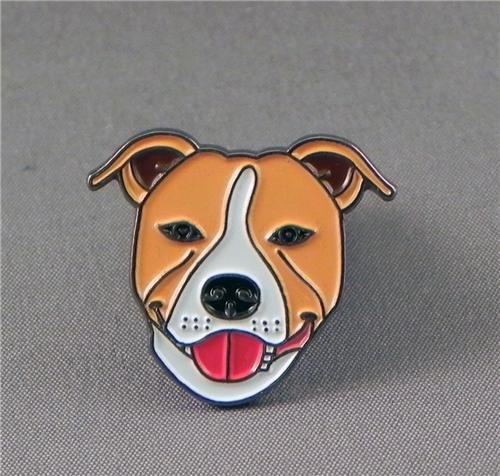 Metall Emaille Brosche Staffie Dog (rot/hellbraun/braun & weiß Staffordshire Terrier)