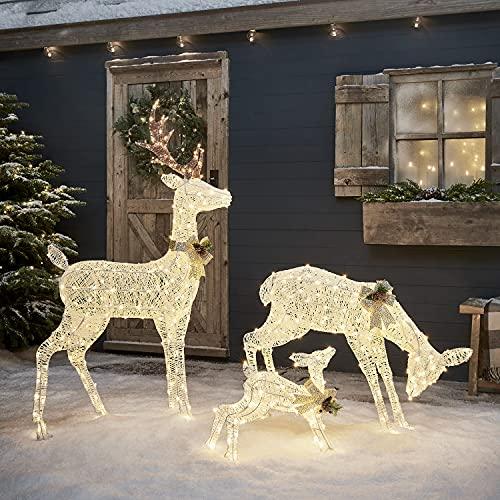 Lights4fun Weiße Harewood Rentierfamilie LED Rattan Rentier Figuren mit Timer Weihnachtsbeleuchtung für außen und innen Weihnachtsfiguren