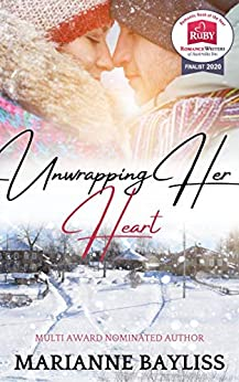 Unwrapping Her Heart: A Romantic Holiday Novella by [Marianne Bayliss]