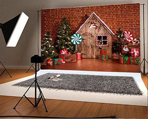 YongFoto 7x5ft Vinilo Telón de fondo de fotografía Navidad Decoración NAVIDAD Árbol Adornos Regalos Piruletas Cabina de madera Rojo Pared de ladrillo Interior Fondo Telones de fondo Partido Niños Foto