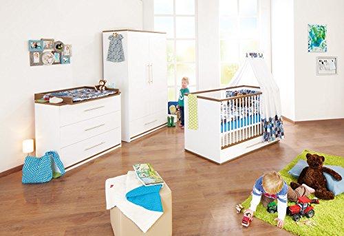 Pinolino Kinderzimmer Tuula breit, 3-teilig, Kinderbett (140 x 70 cm), breite Wickelkommode mit Wickelaufsatz und Kleiderschrank, weiß/Nussbaum mit Echtholzstruktur  (Art.-Nr. 10 00 12)