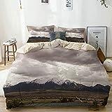 Juego de funda nórdica Beige, nubes y montañas cubiertas de nieve en Colorado Cielo dramático Nublado Clima sombrío, Juego de cama decorativo de 3 piezas con 2 fundas de almohada Fácil cuidado Antialé