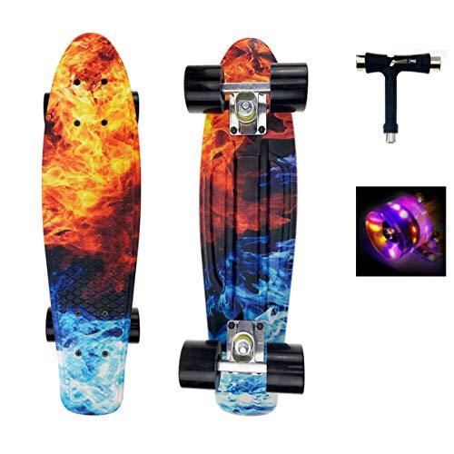 Sumeber Skateboard Kinder Mini Cruiser Skateboard Komplette 22 Zoll mit LED Leuchtrollen Skateboard für Erwachsene Kinder Anfänger Geburtstagsgeschenk (Flamme)