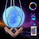 JBHOO Nuovo Lampada Luna 3D Lampada da Notte Ricaricabile a 16 Colori, Lampada Luna LED con Supporto in Legno e Rete Sospesa, Telecomando e Controllo Touch Regalo Perfetto per Bambini Amici