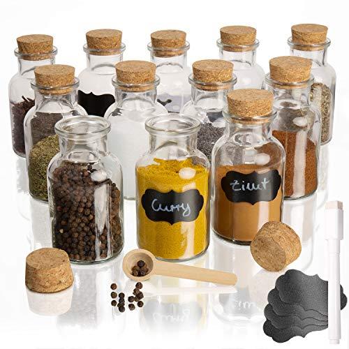 Amazy Portaspezie salvaspazio in vetro (set di 12) - Barattoli porta spezie ermetici con coperchio di sughero incl. 12 etichette, 2 cucchiai di legno, penna a gesso per etichettare