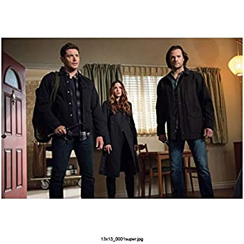 Jensen Ackles 8 inch X 10 inch photograph Supernatural  TV Series 2005 -  Standing in Hotel Room w/Jared Padalecki & Beautiful Young Girl kn