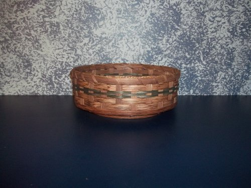 """Amish Country Collectible 16"""" Lazy Susan Basket. Measures 16"""" X 3"""" ( 3 3/4"""" Including Ball Bearing Base) Extraordinary and Invaluable for Cake Decorating. Put All Your Cake Decorating Needs in It and Spin to an Awesome Cake Design. This Country Basket Makes Life so Much Easier. Gives That Extra Touch to Any Country Primitive Home Decor. Colors May Vary (Brown, Black, Red, Blue, Green, Purple, Burgundy, Natural)"""