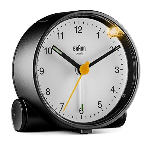 Braun Klassischer analoger Wecker mit Schlummerfunktion und Licht, ruhiges Quarzuhrwerk, Crescendo-Alarm in Schwarz und Weiß, Modell BC01BW