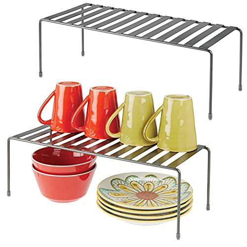 mDesign Juego de 2 estantes de cocina – Soportes para platos independientes de metal – Organizadores de armarios extragrandes para tazas, platos, alimentos, etc. – gris oscuro