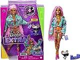 Barbie Extra Muñeca articulada con trenzas rosas y ropa de flores, accesorios de moda y mascota (Mattel GXF09)