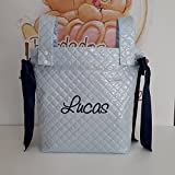 Bolso Panera para Cochecito de Bebé de Plástico Azul con nombre Bordado y lazos Marino de BORDADOS LOYMAR